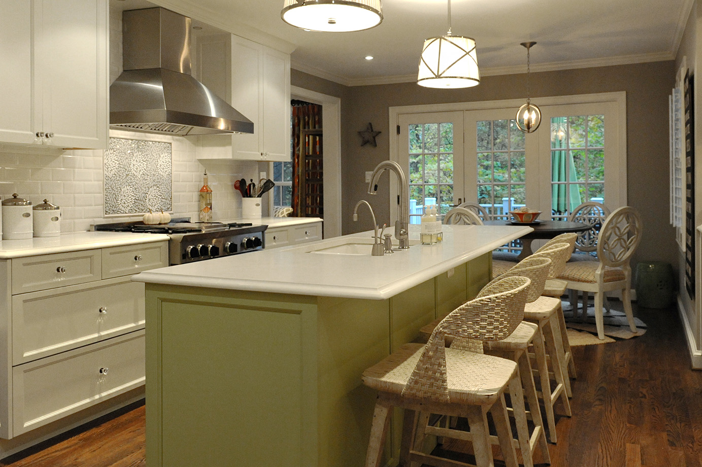 A casual shabby chic meets colonial kitchen