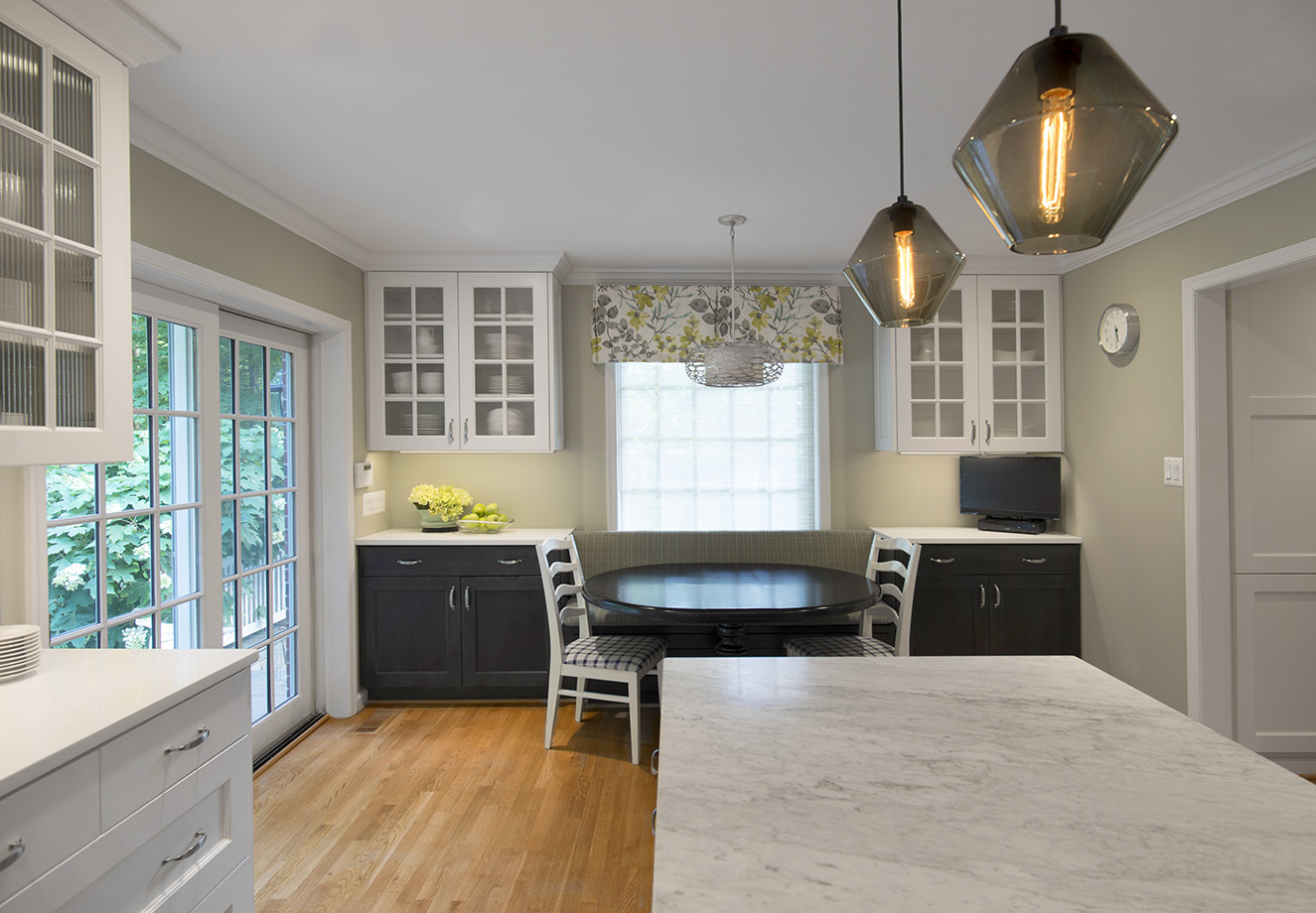 Breakfast dining area blends into the kitchen